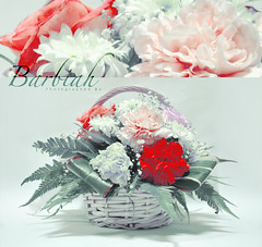 christmas decoration(0.0), carnation(1.0), flower arranging(1.0), cut flowers(1.0), flower(1.0), floral design(1.0), plant(1.0), centrepiece(1.0), flower bouquet(1.0), floristry(1.0), peony(1.0), petal(1.0),