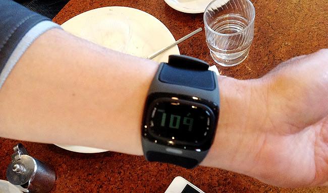 脈拍数が測れる腕時計「mio Alpha」