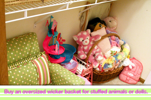 Aut-Basket-of-Stuffed-Animals