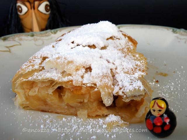 immagine foto strudel di pasta fillo alle mele