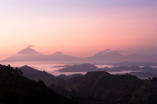 africa sky cloud mountain nature fairytale montagne sunrise landscape ciel uganda nuage paysage aube sommet bwindi ouganda nkuringo