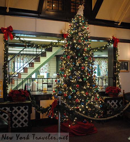 35 Lobby Christmas Tree