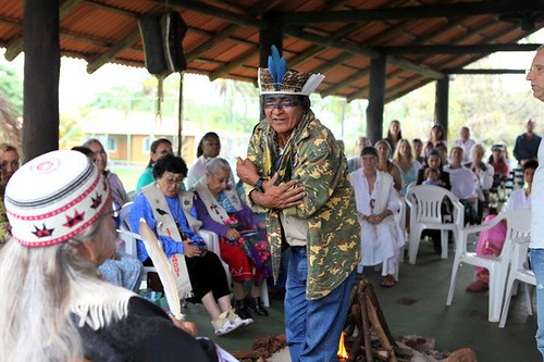 Pajé Santxîe addressing the Council of 13 Indigenous Grandmothers in Brasilia