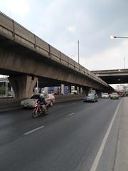 Cycling the Bangkok highways