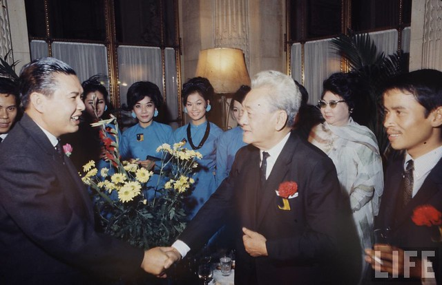 Paris Peace Talks 1968 - Ca sĩ Phương Đại, nghệ sĩ Năm Châu và Phùng Há