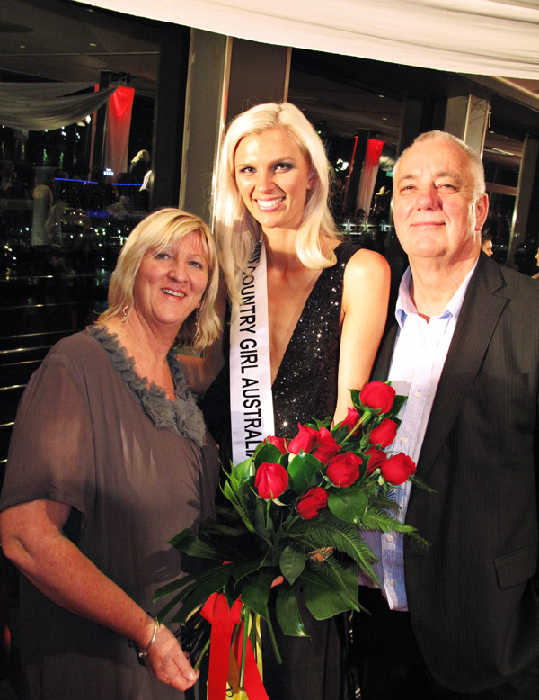 Family Portrait runner up, Woman's Day Miss Country Girl Australia 2011_402