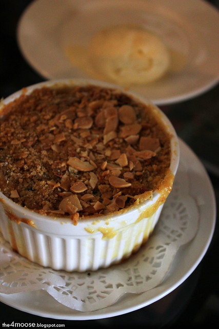 Black Sheep Cafe - Banana-Almond Crumble