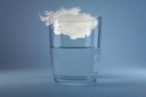 Il bicchiere è mezzo pieno di cielo