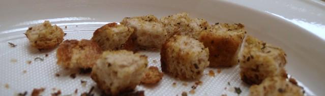 Homemade croutons // Domaći hruskavci