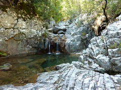 Remontée du bas-Velacu : vasque-cascade
