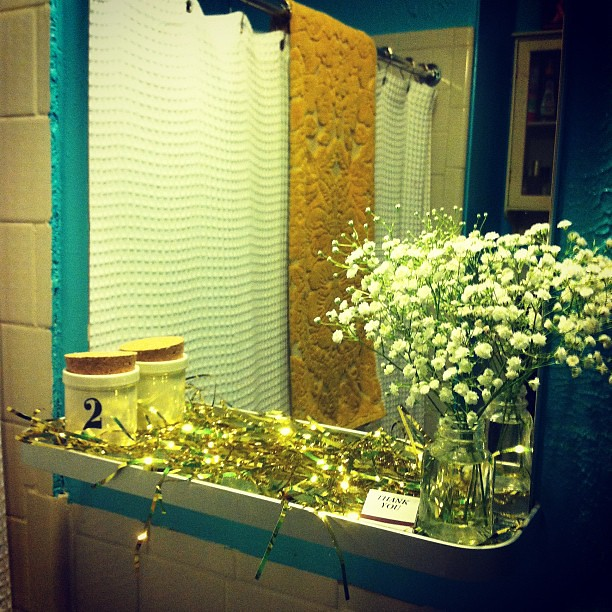Even the bathroom needs some gold for the new year!