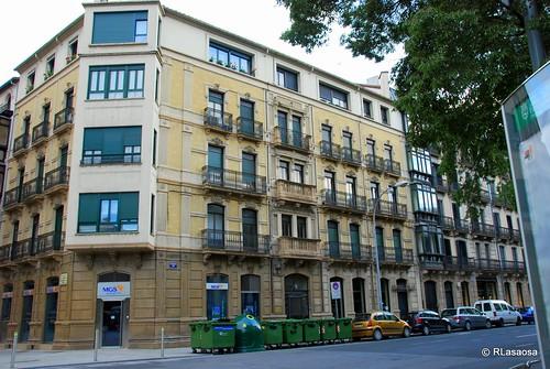 Edificio de viviendas al comienzo de la Avenida de Las Navas de Tolosa, en el I Ensanche de Pamplona