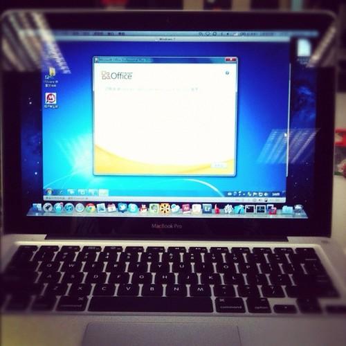 9/366. Windows 7 in MacBook. by Fiorano~
