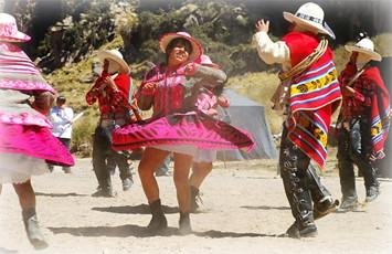 danza-cholo-qorilazo-cumbivilcas-cusco-peru