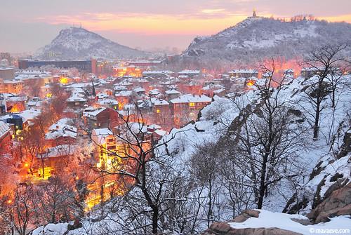 city houses winter tree cityscape view hill bulgaria plovdiv зима къщи българия град сняг пловдив хълм тепета альоша младежки тепе mayaeye mayakarkalicheva маякъркаличева