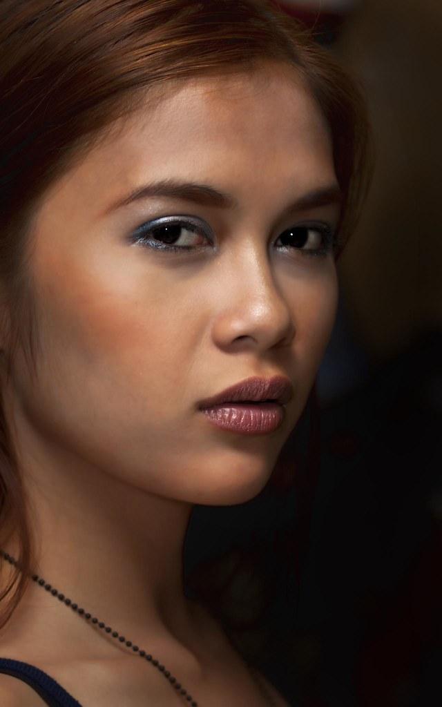 a pretty filipina