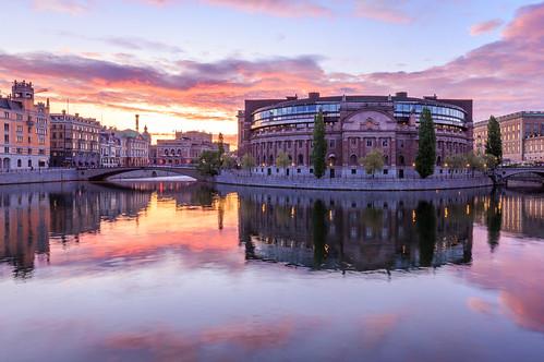 morning pink castle clouds sunrise reflections colorful day cloudy stockholm palace cbd soluppgång stockholms rosenbad riksdagen slott operan cityporn 22052016img08102