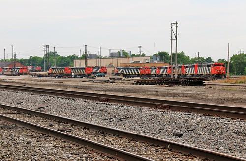 railroad yard cn ic illinois railway shops centralia canadiannational emd illinoiscentral sd60f centraliasubdivision