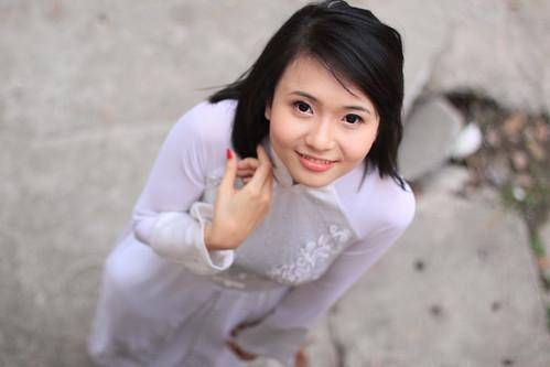 無料写真素材, 人物, 女性  アジア, アオザイ, 人物  見上げる