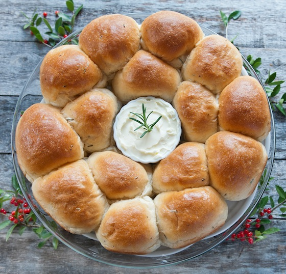 Browned Butter and Rosemary Dinner Rolls -how to make a wreath