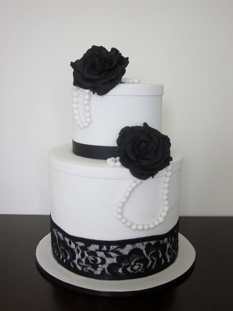 Black and white vintage wedding cake. - a photo on Flickriver