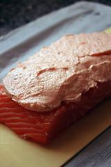 6440316551 a663129148 m Saumon en croûte, sauce langoustine