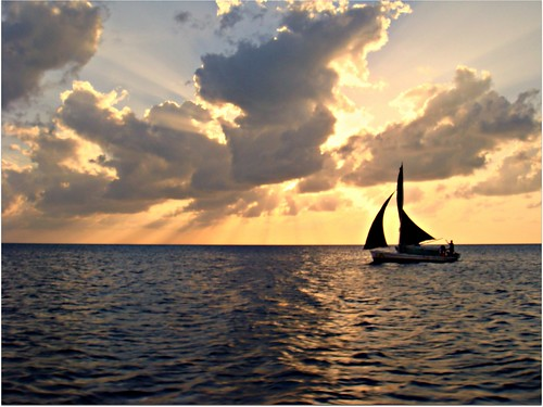 sunset sea boat belize sunrays sunsetclouds sanpedro waterreflection