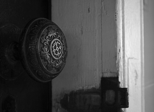 Old Doorknob BW