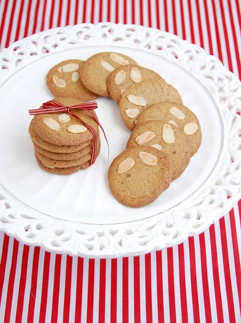 Almond spice wafers / Biscoitos de especiarias e amêndoas