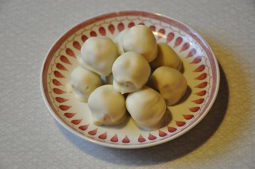 Vit chokladtryffel med kanel och lingon