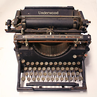 Underwood Manual Typewriter for Hebrew and Yiddish