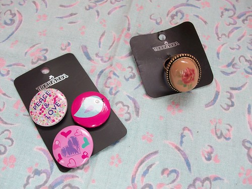 ring and mini badges from todo moda