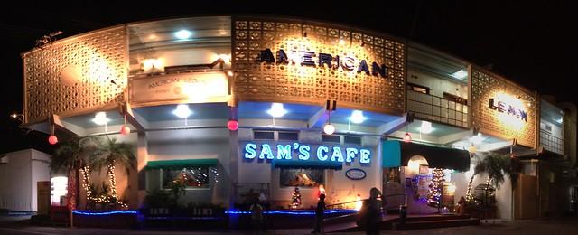 今日久しぶりに行ったSAM'S CAFEの外観、変わらないな。(iPhone4Sパノラマ)
