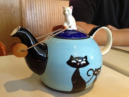 teapot w:cat.jpg