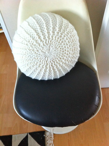 Make a knitted pouf in 2 seconds (3)