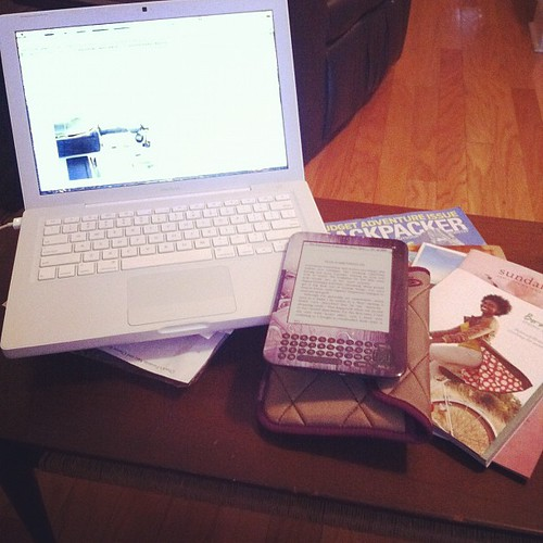 #janphotoaday #somethingyourereading #kindle #macbook #magazines #day14