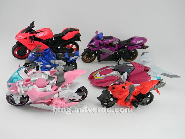 Transformers Arcee Deluxe - Transformers Prime - modo alterno vs Arcees