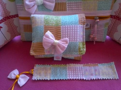 Porta absorvente, e porta lenços umidecidos, 1 lixa customizada de brinde... encomenda de Anna luisa. by ♥Paninhos em forma de amor♥