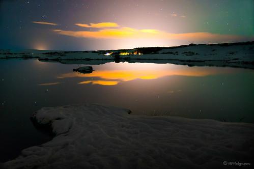 reflection water night lights iceland þingvellir nótt vatn longexp ljós speglun hphson lönglýsing sonyslta55