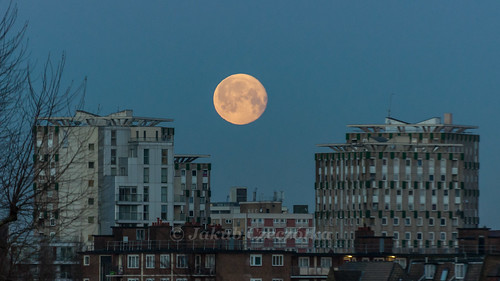 East London Moonset