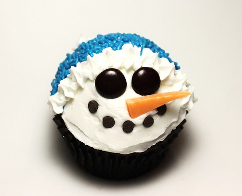 6464624247 34fef123f1 Winter Snowman Cupcakes for Christmas