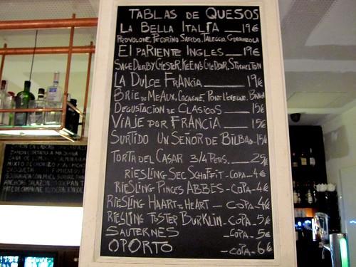Tabla de quesos en la barra de Un Señor de Bilbao