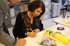 艾德雅嘉(Rosalía Arteaga)拜會台灣環境資訊協會,並簽薯「全民來認股‧守護濁 水溪」環境信託計畫的認股意願書