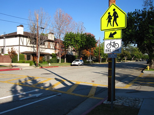 El Centro Street bike lanes in front of Arroyo Vista School in South Pasadena