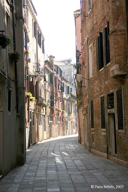 Una calle solitaria. © Paco Bellido, 2007