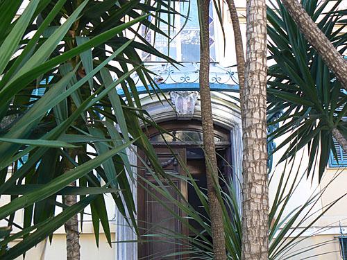 porte et palmiers.jpg