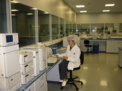 operating theater(0.0), building(1.0), room(1.0), interior design(1.0), laboratory(1.0),