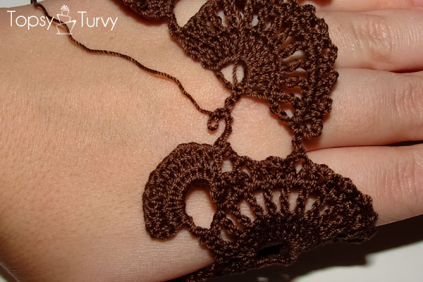 queen-annes-lace-thread-crochet-bracelet-row-29
