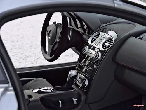 SLR-McLaren-cockpit