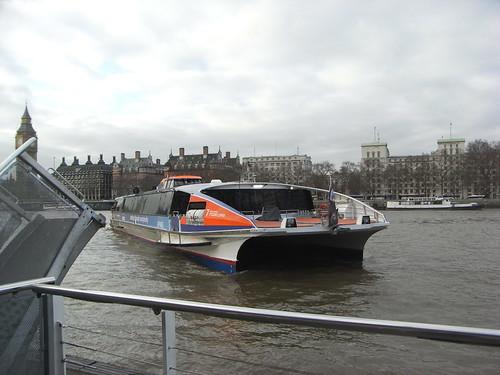 ロンドンからグリニッジまでテムズ川をボートで行く